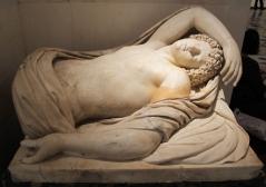 Endimione_dormiente,_frammento_di_un_gruppo_con_selene,_copia_romana_da_originale_greco_del_II_sec._ac.
