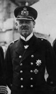180px-Bundesarchiv_Bild_183-R10687,_Vizeadmiral_Hipper_mit_Stab_cropped