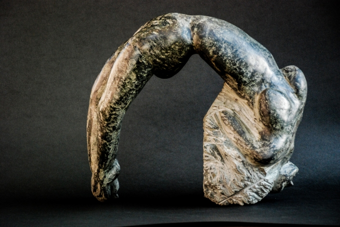 L'arcuata, mucronite, 35x36x20 cm, 2015