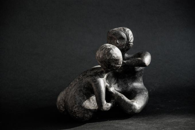 Donna allo specchio, serpentino, 16x19x16 cm, 2015