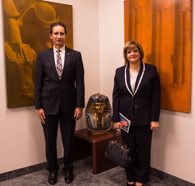 il direttore del Bureau des Affaires Culturelles e  l'ambasciatrice egiziana, in occasione dell'inagurazione di Egypt & Beyond!